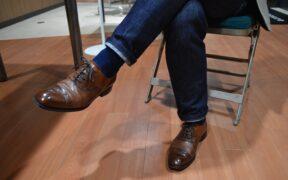 ジーンズと革靴の合わせ方|モテる大人コーデの法則とは?